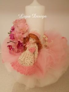 Lumanare stalp (35 cm) - baby doll cu flori naturale - 200 lei